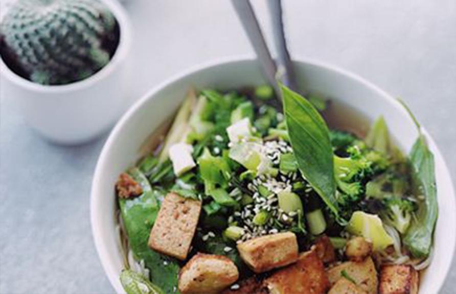 Salade végétarienne aux légumes croquants